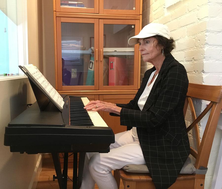 Anne Destabelle performs